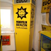 EUCO-Tanksäule mit Umschaltrad für zwei Sorten Benzin. Diese Form der Tanksäule gab es wahrscheinlich nur bei EUCO, bei einer anderen Gesellschaft habe ich diese Form nicht gesehen.